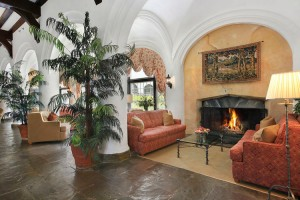gallery_grand_lobby_fireplace