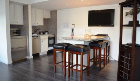 Unit 427-Beautiful Renovated 2-Bedroom Suite…